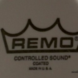 REMO Ambassador coated mit Dot (unten) = Controlled Sound (CS)